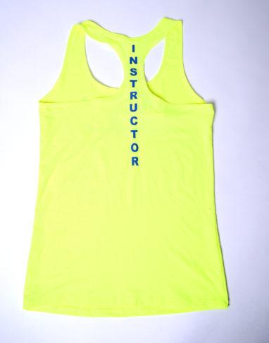 Instructor Shirt gelb mit dem Instructor Aufrduck auf der Rückseite
