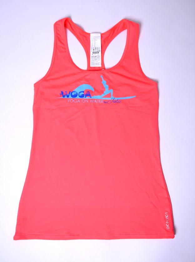 Instructor Shirt dunkel Pink mit dem WOGA Logo auf der Brust